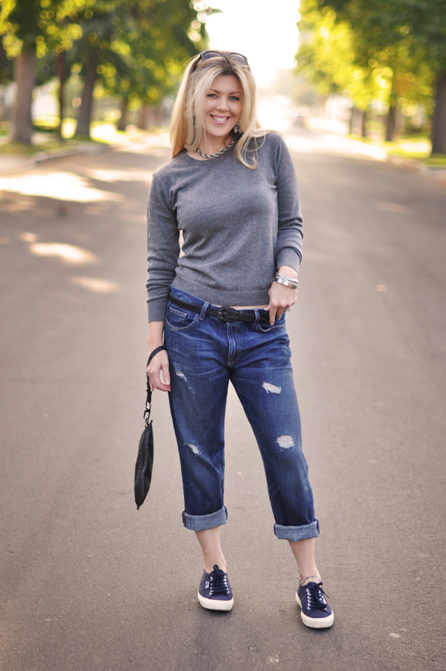 Boyfriend+jeans-+sweater-sneakers - CUR8EUR ONLINE